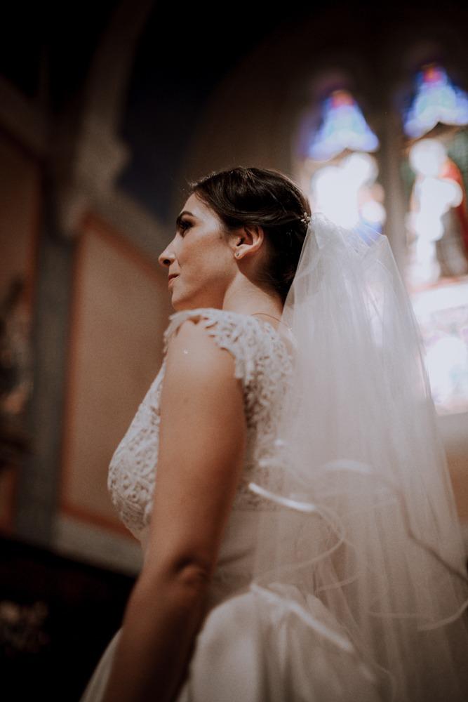 Mariage château de Bellevue, atelier emelia, emotion, mariage emotion, photographe mariage sensible, préparatifs, robe de mariée, église, mariage église