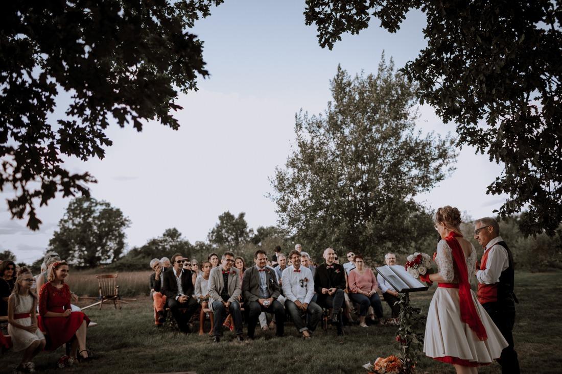 mariage original, mariage cirque, mariage chapiteau, gite 4 à 4 , Gite cote d'or, photographe mariage cote d'or, robe de mariage, mademoiselle reve, préparatifs, cérémonie en extérieur, cérémonie en extérieur Lyon,