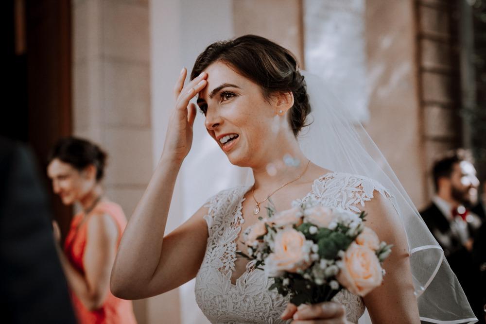 Mariage château de Bellevue, atelier emelia, emotion, mariage emotion, photographe mariage sensible, préparatifs, robe de mariée, église, mariage église, émotions, souvenir, Jour J