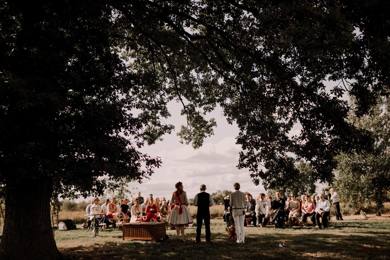 Mariage en Côte d'Or-Mariage original sous un chapiteau photographe mariage beaujolais- photographe mariage france - wedding france-32