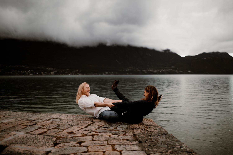 séance couple à Aix les Bains -Séance-engagement-Savoie-Séance-engagement-Annecy-Séance-engagement-Alpes-Séance-engagement-Montagne-Photo-couple-montagne