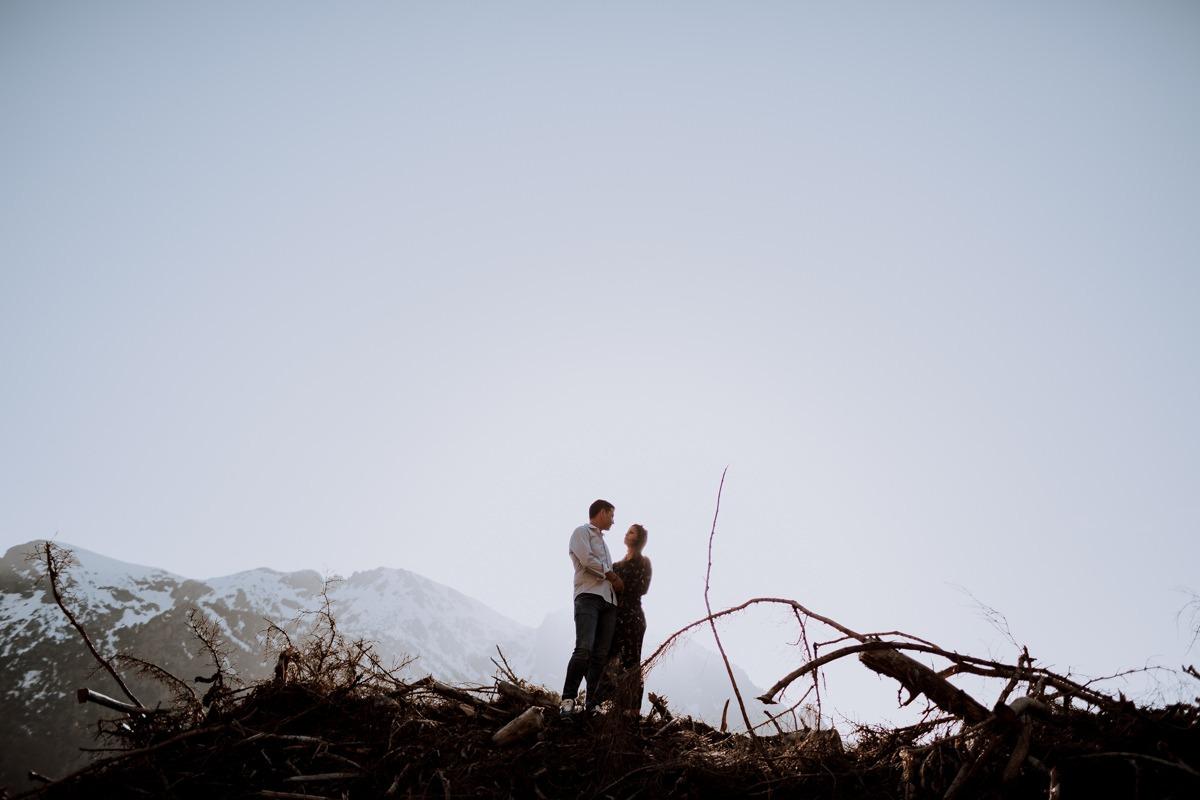 Seance couple alpes - Seance couple montagne -Seance couple chambéry - Balade en amoureux-10