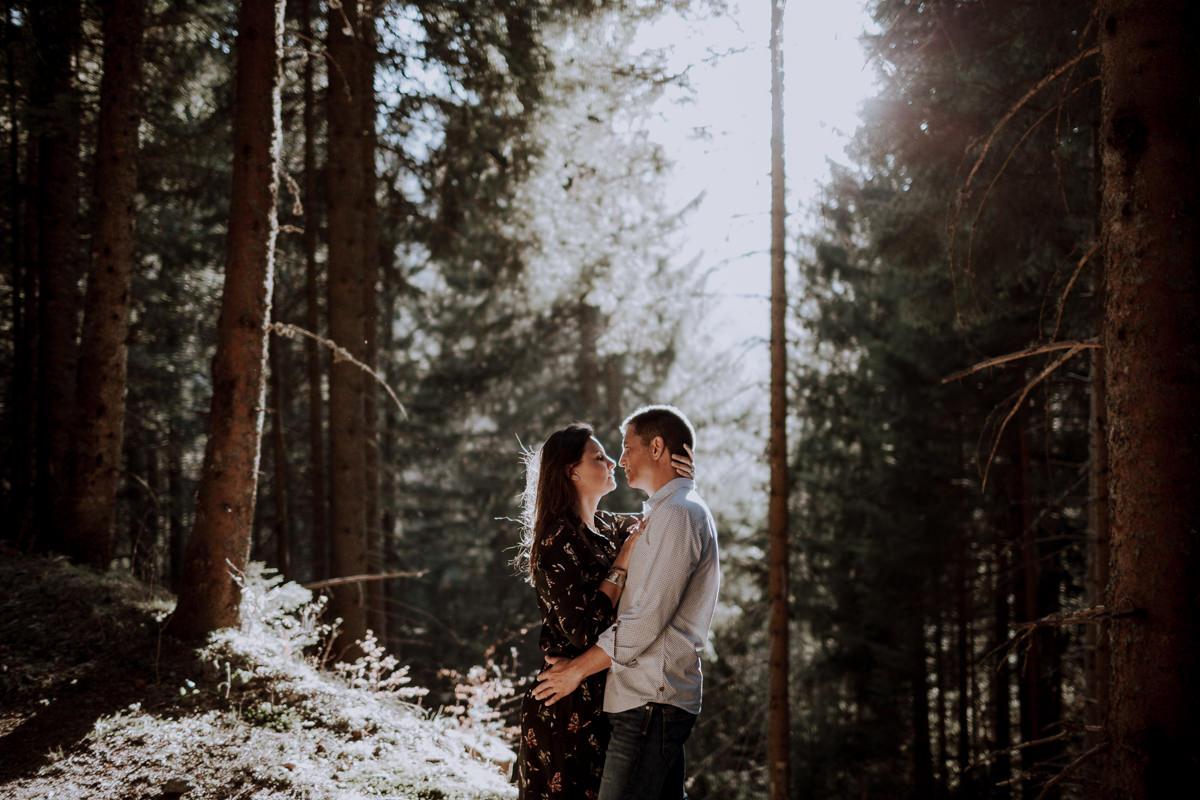 Seance couple alpes - Seance couple montagne -Seance couple chambéry - Balade en amoureux-13