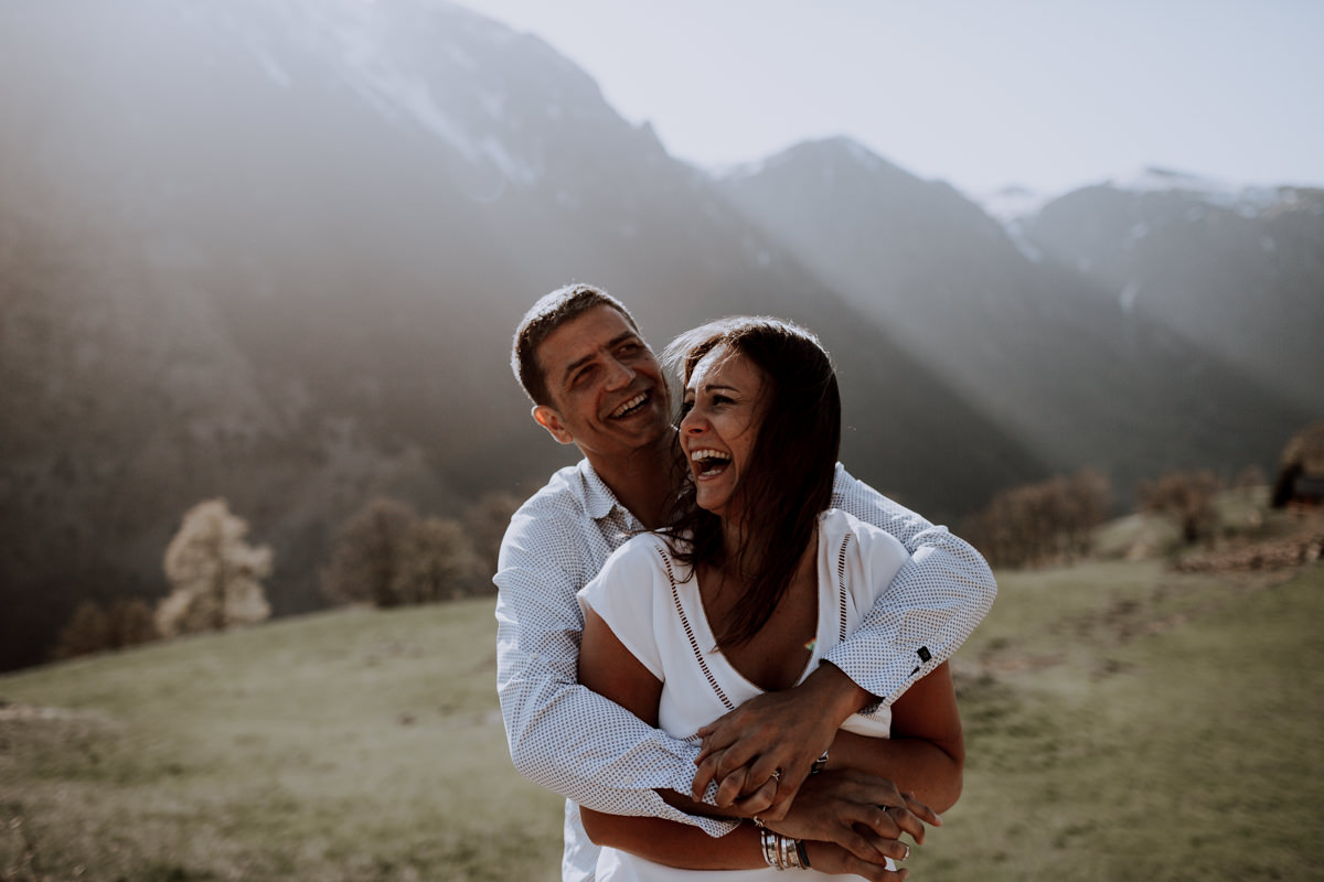 Seance couple alpes - Seance couple montagne -Seance couple chambéry - Balade en amoureux-5