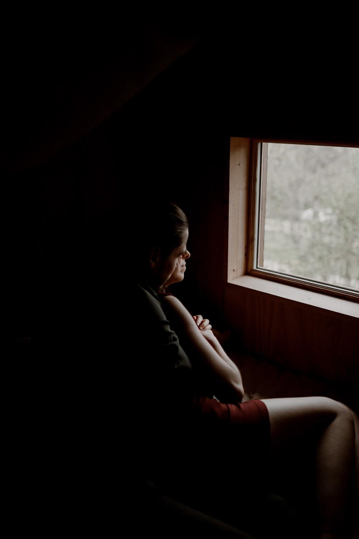 Photographe mariage Lyon - Photographe mariage Auvergne - Mariage dans la nature - Mariage éthique - Cabane Mariage - le bois basalte - Séance couple - Elopement