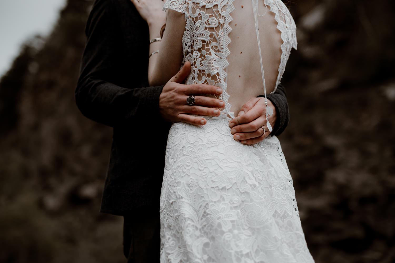 photographe mariage Auvergne - Photographe mariage Lyon - Photographe mariage Auvergne - Mariage dans la nature - Mariage éthique - Cabane Mariage - le bois basalte - Séance couple - Elopement - Séance couple nature