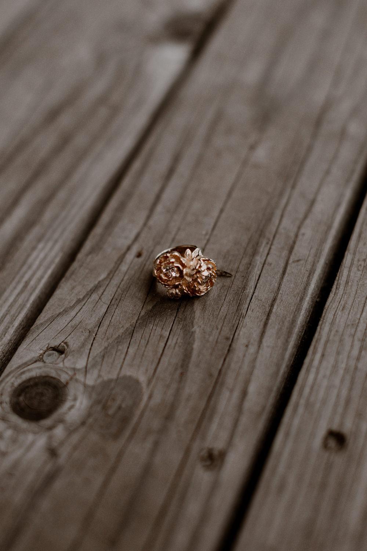Photographe mariage Lyon - Photographe mariage Auvergne - Mariage dans la nature - Mariage éthique - Cabane Mariage - le bois basalte - Préparatifs mariage - The Black Alchemy -