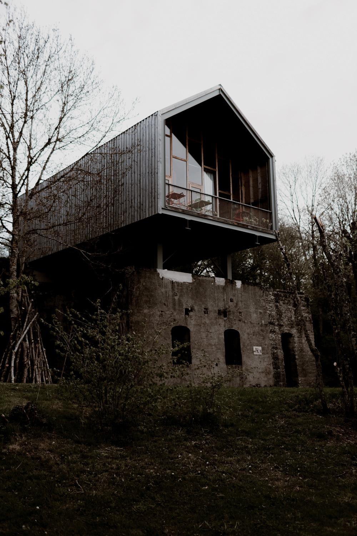 Photographe mariage Lyon - Photographe mariage Auvergne - Mariage dans la nature - Mariage éthique - Cabane Mariage - le bois basalte