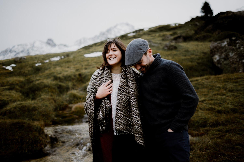 Séance couple haute-Savoie - séance couple Annecy - Séance couple montagne - séance couple Chambéry - photo de couple savoie - photo de couple chambery -