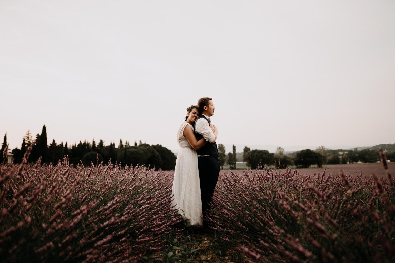 Mariés champ de lavande -photographe provence